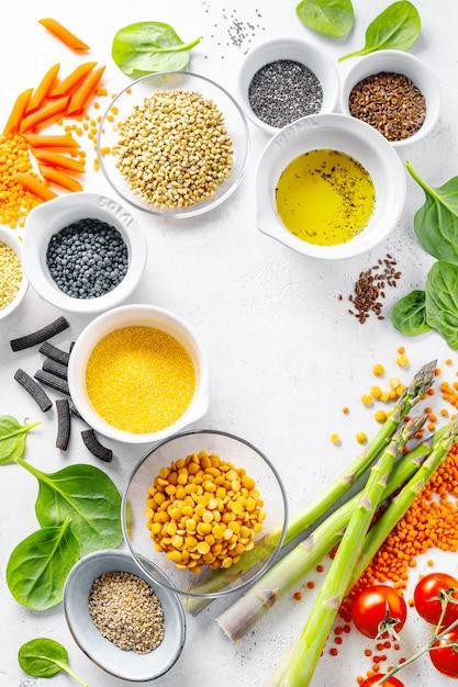 Conceito de comida saudável com ingredientes saudáveis Foto gratuita