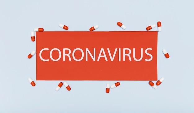 Conceito de coronavírus com cápsulas Foto gratuita