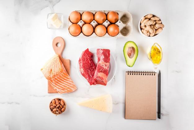 Conceito de dieta cetogênica de baixos carboidratos. alimentos saudáveis e equilibrados, com alto teor de gorduras saudáveis. dieta para o coração e os vasos sanguíneos Foto Premium