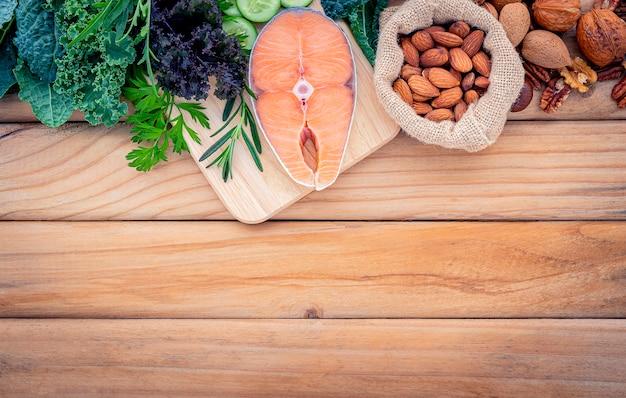 Conceito de dieta cetogênica de baixos carboidratos. Foto Premium