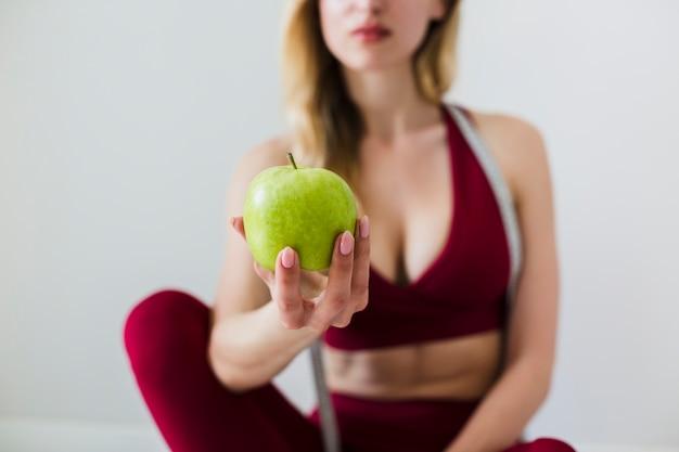 Conceito de dieta com mulher esporte e alimentação saudável Foto gratuita