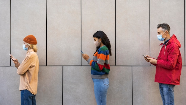 Conceito de distância social ao ar livre Foto gratuita