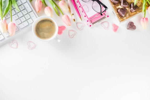 Conceito de escritório de mulher primavera flatlay Foto Premium