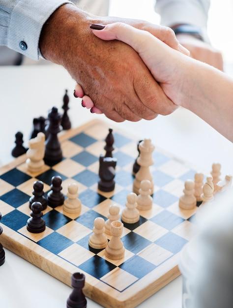 Conceito de estratégia de negócio de jogo de xadrez Foto gratuita