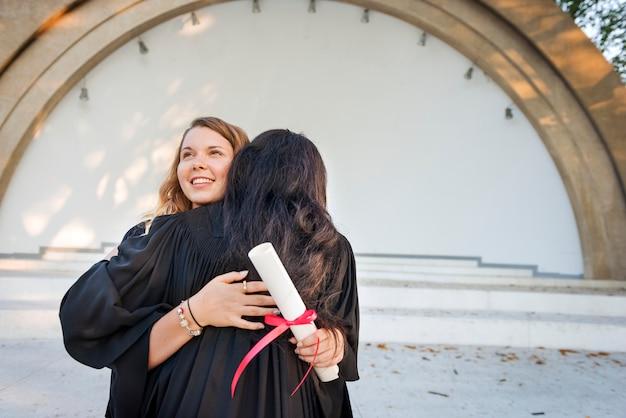 Conceito de faculdade de certificado de sucesso de celebração de formatura Foto Premium