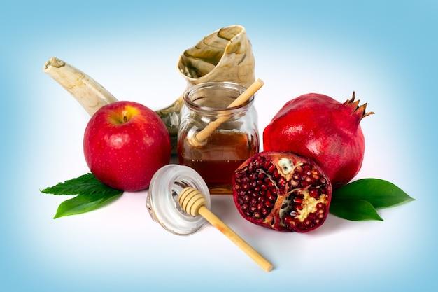 Conceito de feriado de ano novo judaico de rosh hashaná símbolos tradicionais feriado judaico de yom kippur Foto Premium