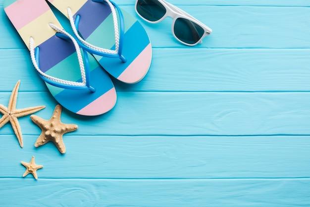 Conceito de férias de verão plana leiga com espaço de cópia Foto gratuita