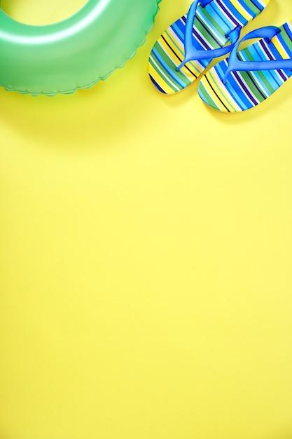 Conceito de fundo amarelo de verão Foto Premium