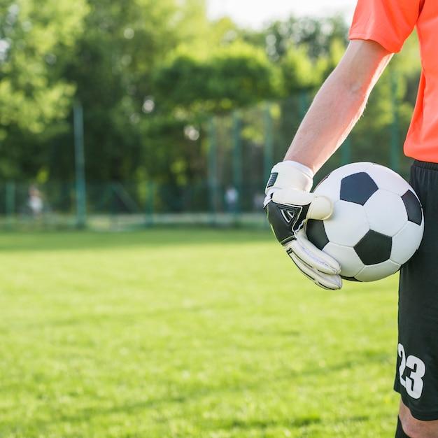 Conceito de futebol amador com goleiro Foto gratuita