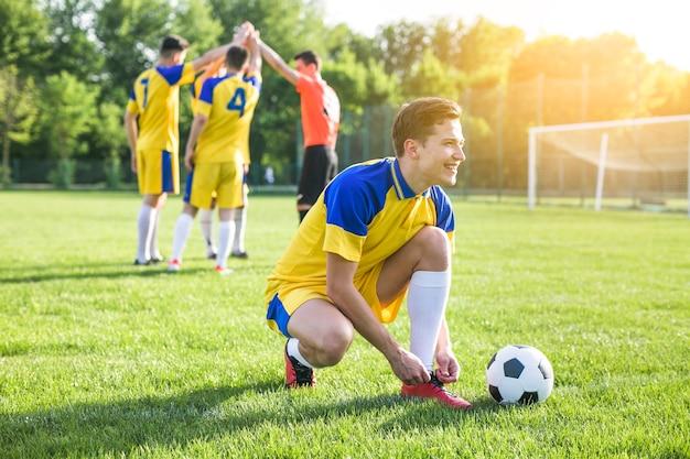 Conceito de futebol amador Foto gratuita