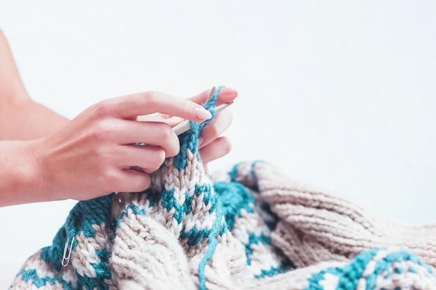 Conceito de hobby de tricô Foto gratuita