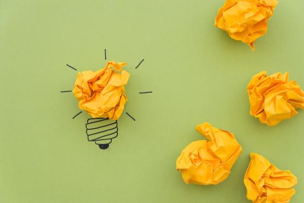 Conceito de inspiração com papel amassado Foto gratuita