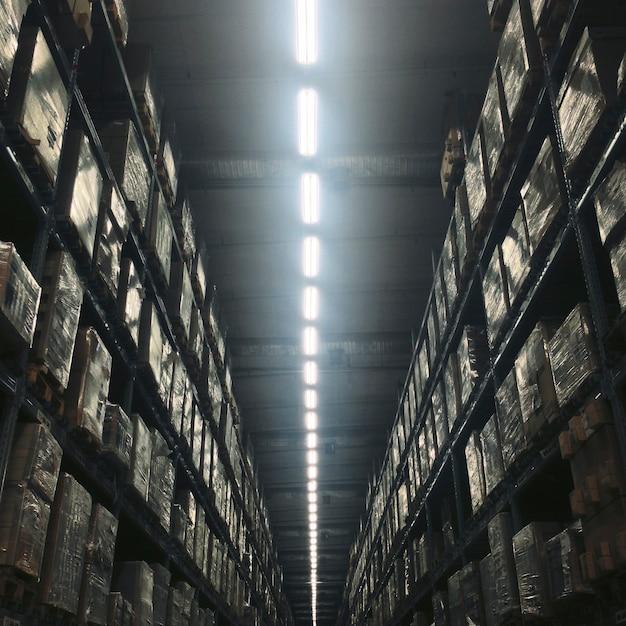 Conceito de lâmpada interior de edifício de armazém Foto gratuita