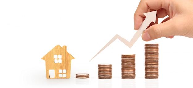 Conceito de madeira da casa da propriedade de hipoteca da casa do brinquedo. Foto Premium