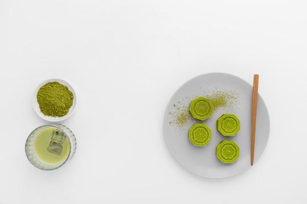 Conceito de matcha vista superior em cima da mesa Foto gratuita