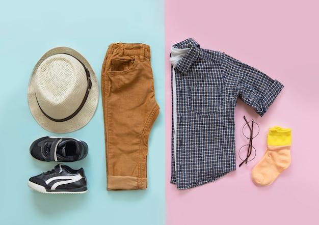Conceito de moda, roupas infantis, vista de cima Foto Premium