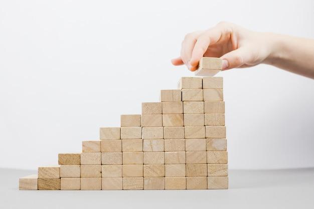 Conceito de negócio com blocos de madeira Foto gratuita