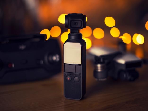 Conceito de nova tecnologia oi gadget de viagens de tecnologia e acessórios Foto Premium
