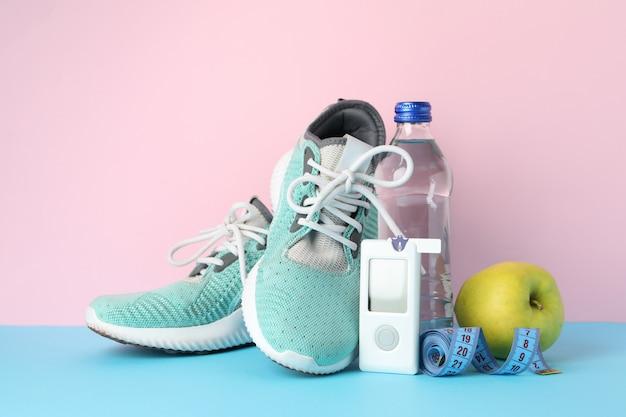Conceito de um diabético saudável em fundo rosa. diabético esportivo Foto Premium