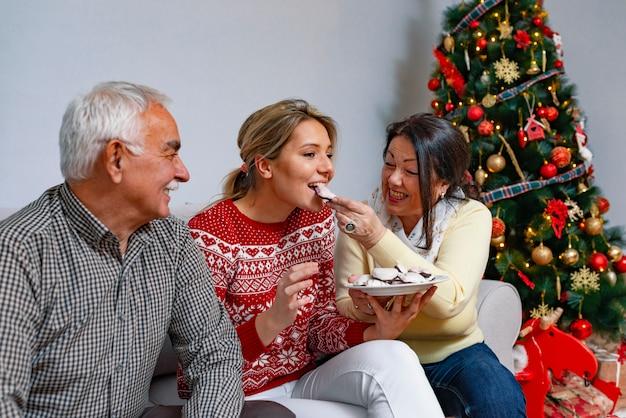 Conceito de valores familiares e atmosfera festiva Foto Premium