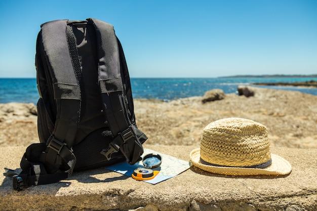 Conceito de viagem com mochila Foto Premium