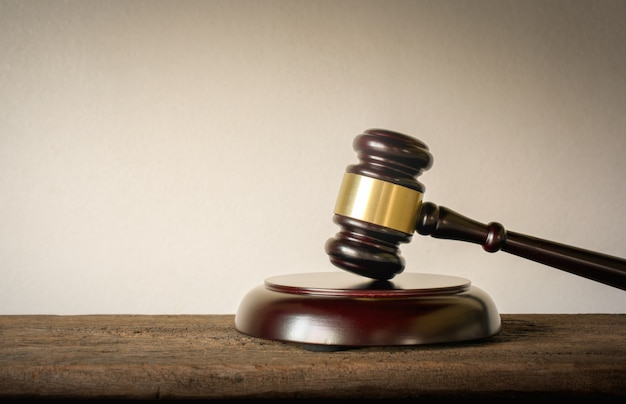 Conceito do fundo de juiz wood hammer law judges. Foto Premium