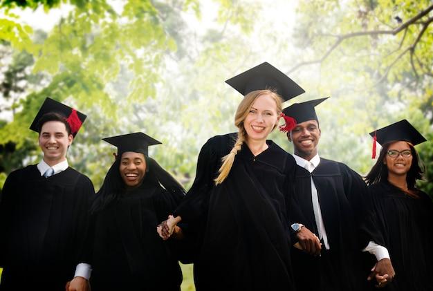 Conceito do grau universitário do começo do estudante da graduação Foto Premium