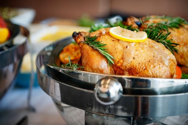 Conceito gourmet culinário do partido de bufete da culinária da restauração do alimento Foto gratuita