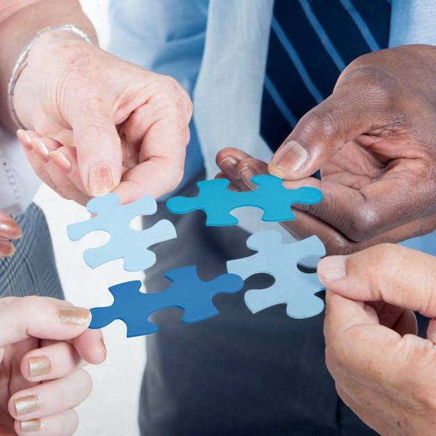 Conceito incorporado do enigma de serra de vaivém da equipe da conexão de negócio Foto Premium