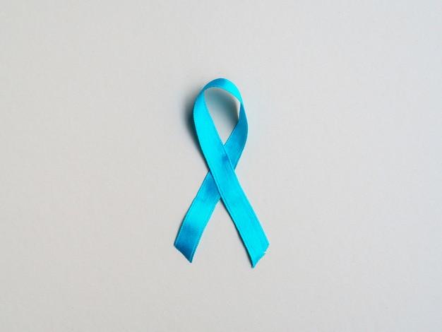 Conceito médico de vista superior com fita azul Foto gratuita