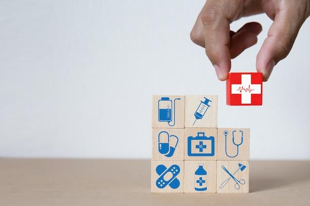 Conceito médico e do bloco de madeira da saúde. Foto Premium