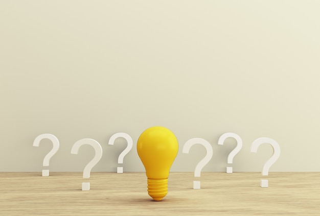 Conceito mínimo idéia criativa e inovação. ampola amarela que revela uma ideia com ponto de interrogação em um fundo de madeira. Foto Premium