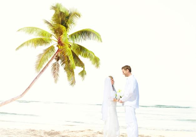 Conceito romance da união do amor da praia dos pares Foto gratuita