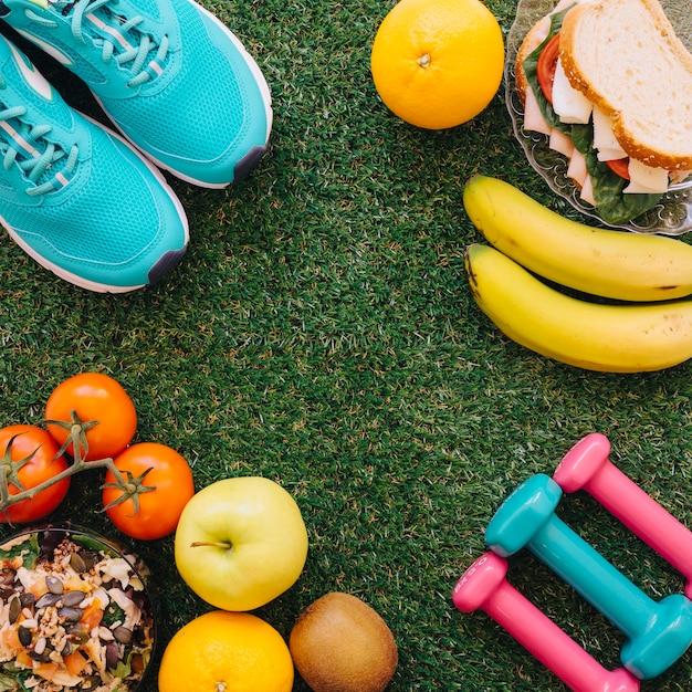 Conceito saudável de alimentos e treino Foto gratuita