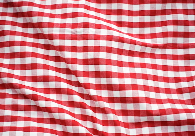 Conceito verificado vermelho da toalha de mesa da decoração Foto gratuita