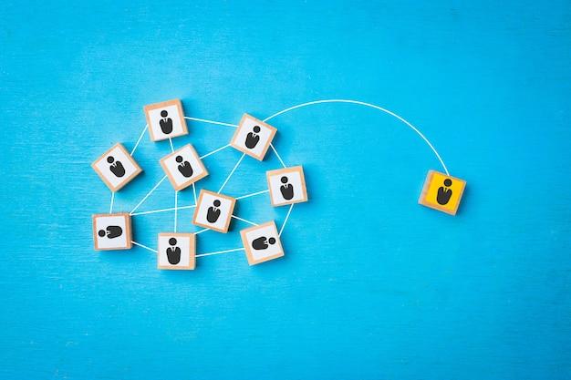 Conceitos de conexão de rede de uma pessoa para a sociedade. Foto Premium