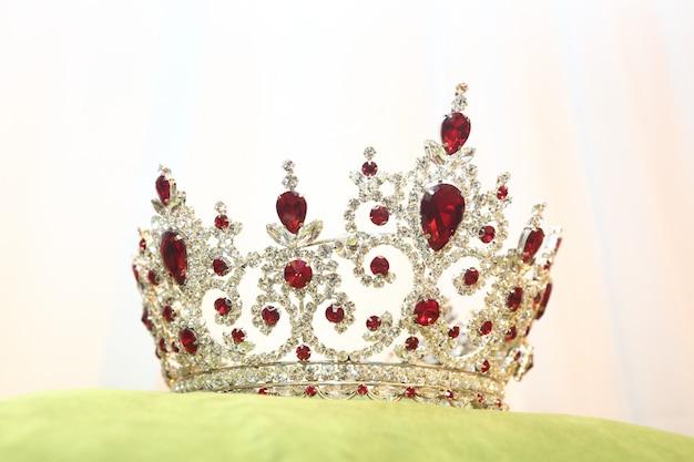 Concurso de beleza diamond silver crown miss pageant Foto Premium