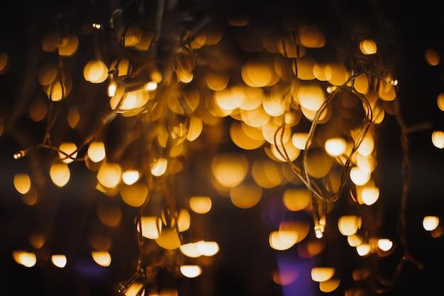 Concurso luzes amarelas brilhantes Foto gratuita