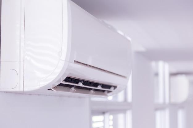 Condicionador de ar dentro do quarto Foto Premium