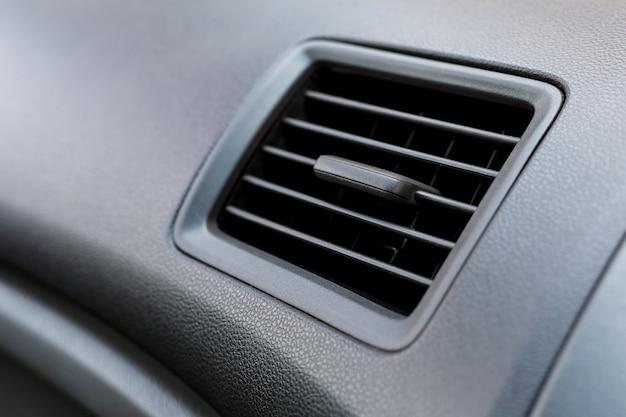 Condicionador de ar no carro, condutor de ar Foto Premium