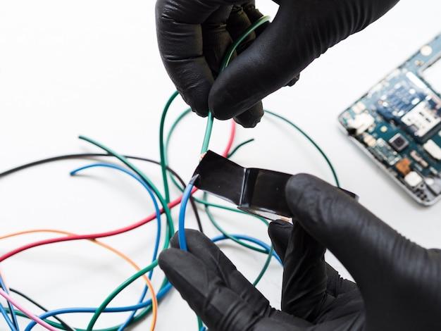 Conexão de fios isolantes com fita Foto gratuita