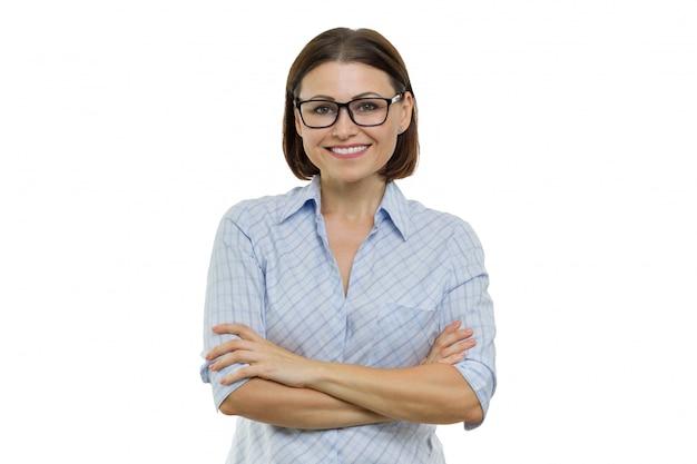 Confiante feminino sorridente braços cruzados, mulheres de negócios, especialista, especialista Foto Premium