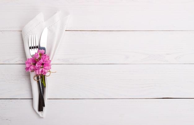 Configuração de mesa de primavera ou verão Foto Premium