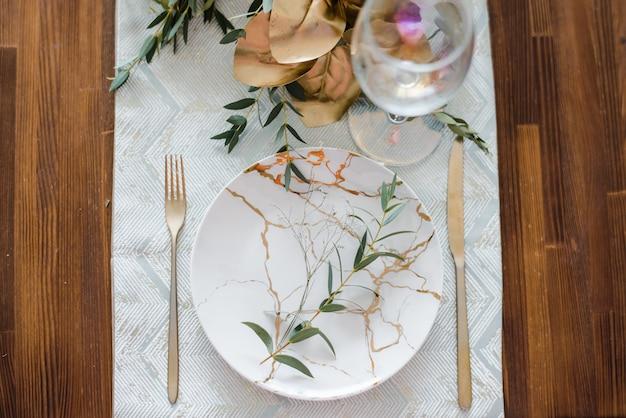 Configuração de mesa festiva de outono ou verão Foto Premium