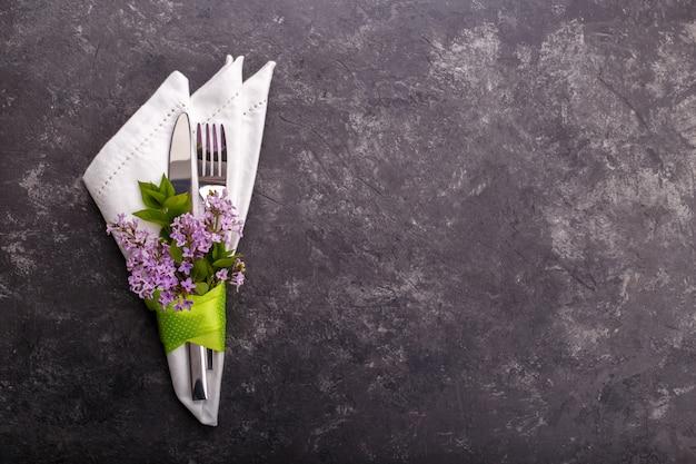 Configuração de mesa festiva de primavera Foto Premium