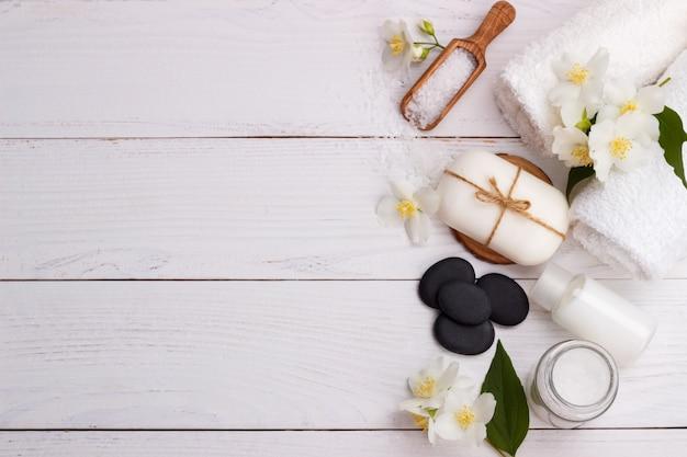 Configuração de spa e itens de cuidados de saúde Foto Premium