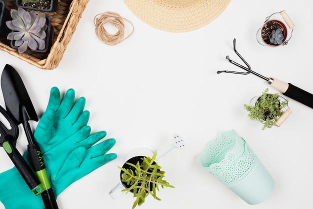 Configuração plana de ferramentas de jardinagem e cópia espaço Foto gratuita