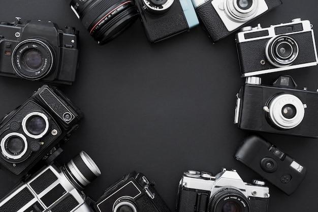 Conjunto de câmeras fotográficas retrô em círculo Foto Premium