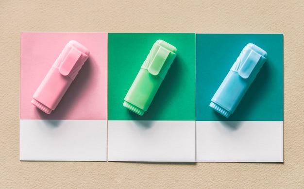 Conjunto de canetas marcador de destaque Foto gratuita