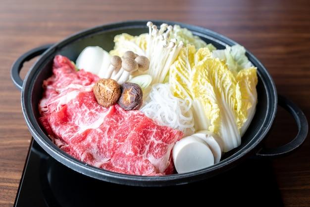 Conjunto de carne sukiyaki Foto Premium